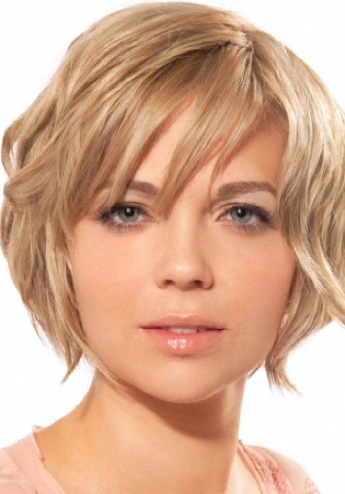 Haircut For Round Face : Medium Haircuts for Round Faces Learn Haircuts